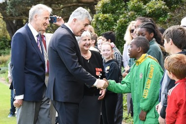 Image of HE Dragan Ćović meeting students from Wellington schools
