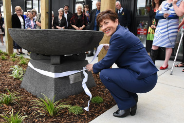 Image of Dame Patsy unveiling the plaque