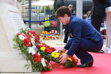 an image of Dame Patsy laying a wreath at the Turkish service at the Ataturk Memorial