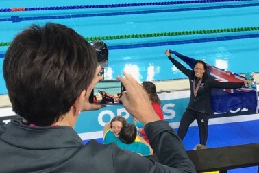 Image of Dame Patsy taking Sophie Pascoe's photo after her gold medal win