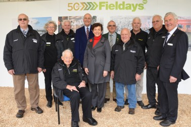 an image of Dame Patsy and Sir David with longstanding Fieldays volunteers
