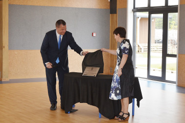 Image of Dame Patsy and Board Chair Daniel Newman unveiling the plaque