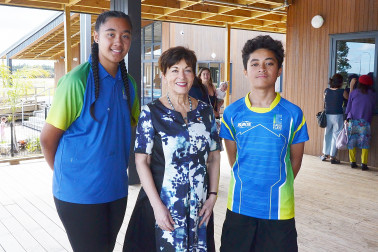 Image of Dame Patsy with student councillors Emma-Lee Vahaakolo and Avei Taule'alo