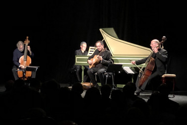 Image of Jordy Savall and company performing