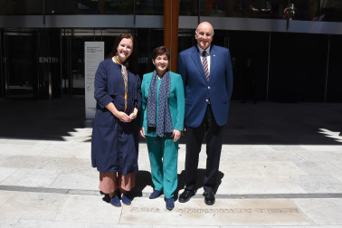 Image of Dame Patsy and Sir David with Auckland Art Gallery Director, Kirsten Paisley