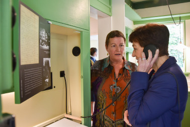 Image of Dame Patsy and Viv Stone at the McCahon House