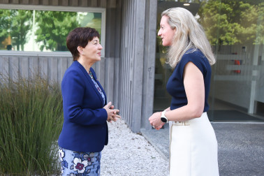 Image of Dame Patsy meeting Alexandra Allan, CE The FoodBowl