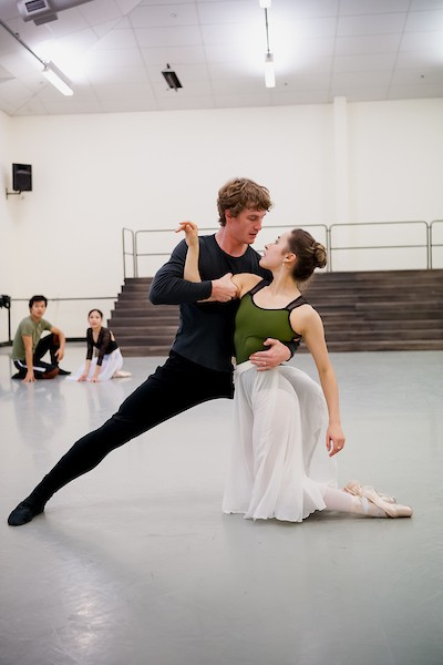 Image of RNZB dancers Madeleine Graham and Joseph Skelton rehearsinge