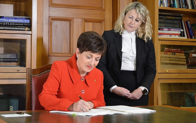 Image of Dame Patsy and Deputy Clerk of the House, Suze Jones at the signing of the Arms Amendment Act