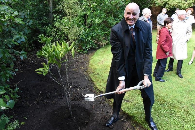 Image of Sir David Gascoigne helping out with the tree planting