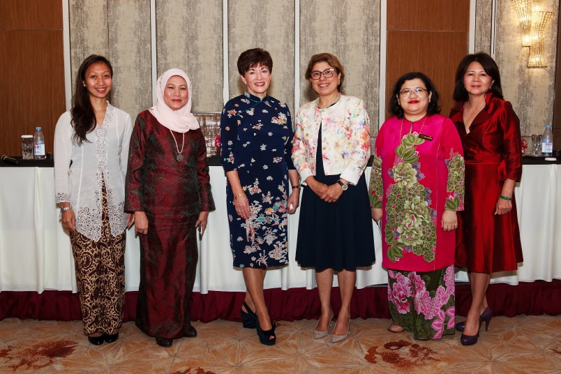 an image of Dame Patsy with members of the panel at the Women's Leadership Forum