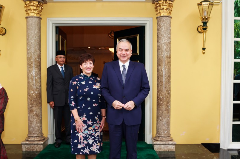 an image of Dame Patsy and the Sultan of Perak