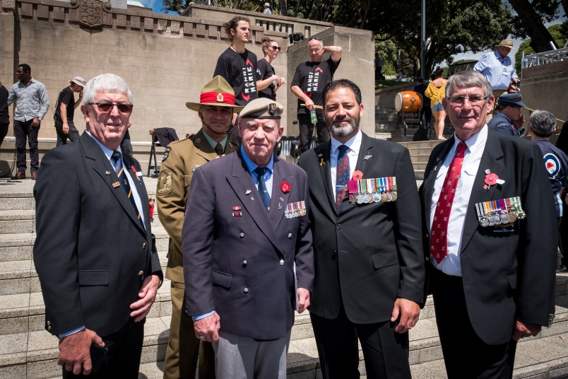 an image of Willie Apiata VC and veterans