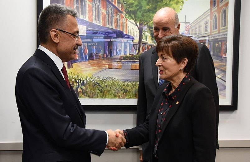 Image of Dame Patsy greeting the Vice President of the Republic of Turkey, HE Fuat Oktay