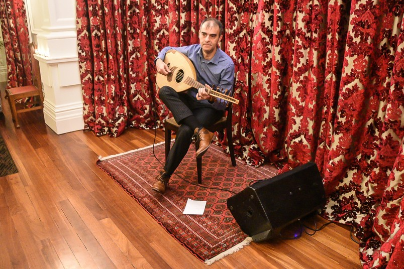 Image of Michael Alkouri playing the oud