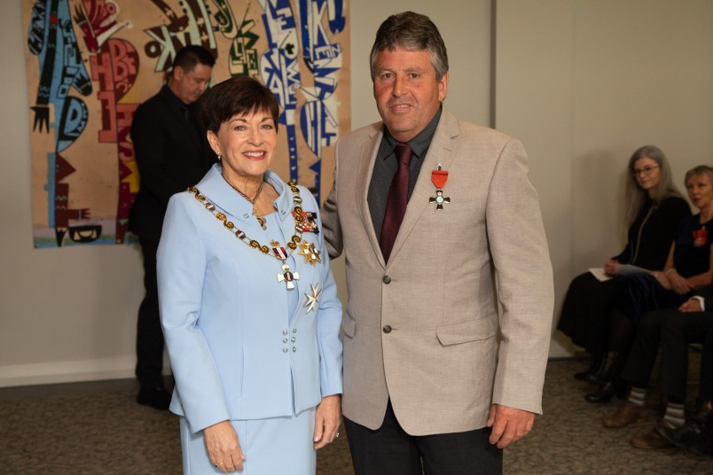 Laurence Gordon, of Kaitaia, MNZM for services to wildlife conservation