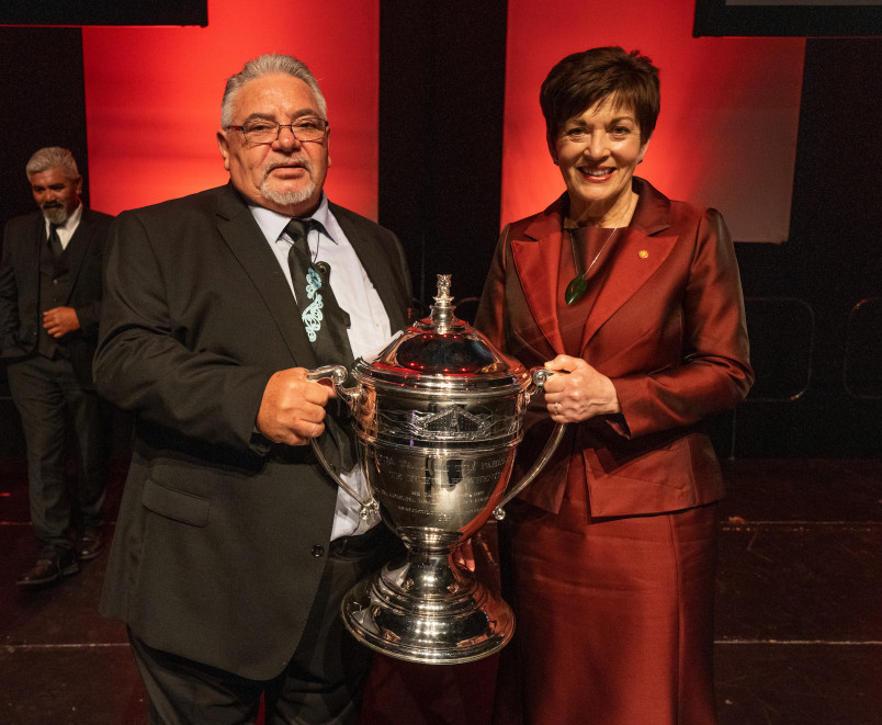 Dame Patsy and Norm Carter with the Ahuwhenua Trophy