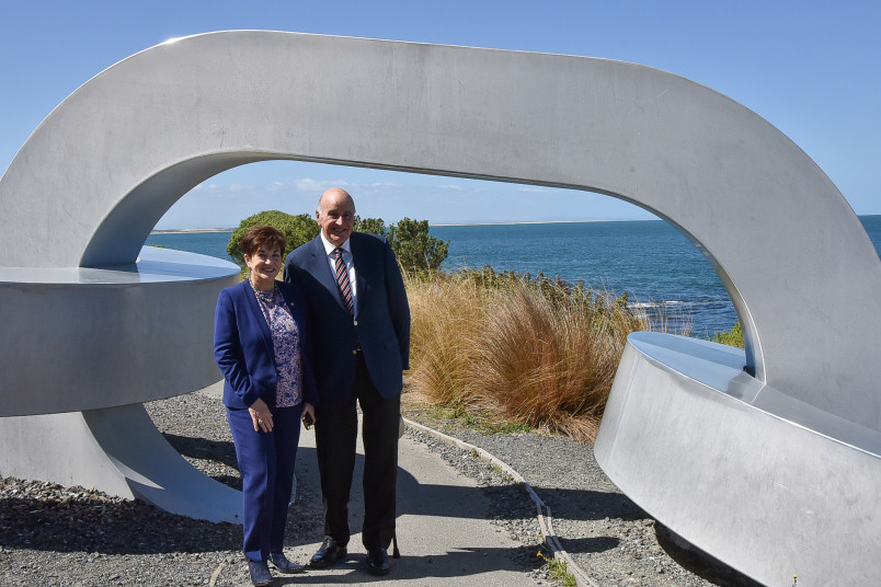 Dame Patsy and Sir David with a Bluff sculpture signifying links with Rakiura/Stewart Island