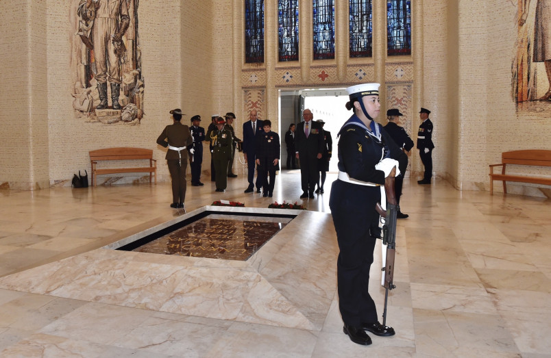Image of Dame Patsy and Sir David following the wreath laying