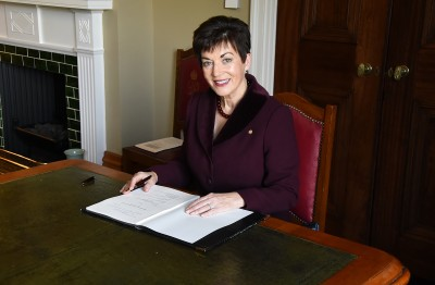 Image of Dame Patsy signing the Ngāti Pūkenga Claims Settlement Bill