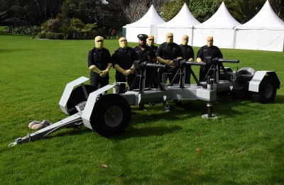 Image of NZDF gunners preparing for the 21 gun salute on the Governors Lawn