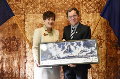 Image of Paralympics NZ Chair Selwyn Maister presenting Dame Patsy with a framed print from the team