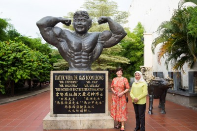 an image of Dame Patsy and a statue in the Jonker Walk World Heritage Park