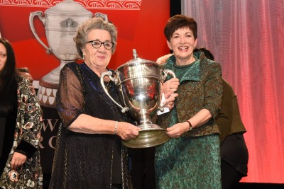 an image of Dame Patsy presenting the Ahuwhenua Trophy to Moyra Bramley, Chair of the Onuku Maori Lands Trust