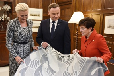 Image of Dame Patsy and the Presidential couple opening the official gifts
