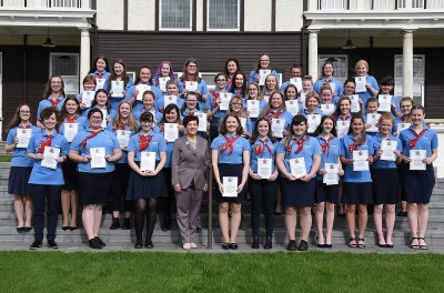 Image of Dame Patsy with the 45 newest Queen's Guides