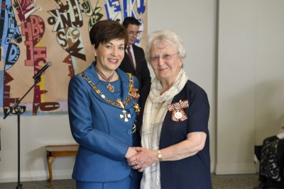 mage of Elaine Utting, of Auckland, QSM, for services to the community and netball