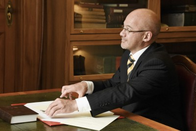 Image of Chief Justice, Judge Craig Coxhead after signing his oaths