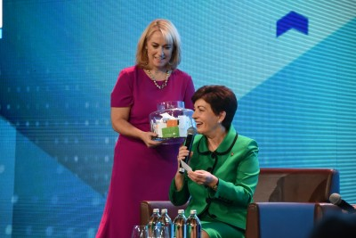 an image of Dame Patsy selecting a prize winner