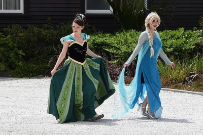 Image of Elsa and Anna from 'Frozen' arriving