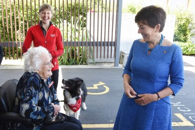 Image of Dame Patsy meeting Eileen Curry, who started Canine Friends Pet Therapy in Wellington