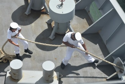 an image of HMNZS Canterbury crew pulling up the anchor