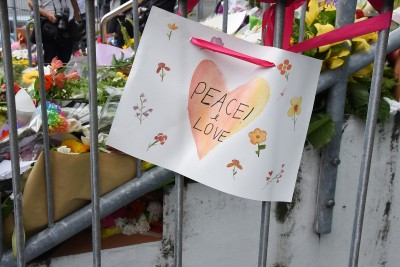Image of a message tied to the railings