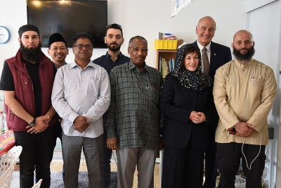 Image of Dame Patsy with leaders of the Wellington Muslim community at Kilbirnie Mosque