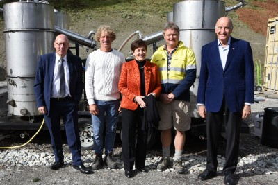 Image of DamePatsy and Sir David with Queenstown Mayor, Jim Boult and NZ Essential Oils/aoTerra directors Mathurin Molgat and Michael Sly