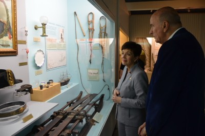 Image of Dame Patsy and Sir David examining the Scott Display in the museum's Antarctica gallery