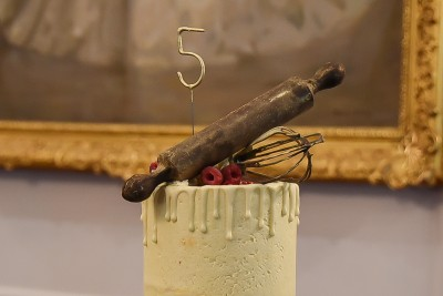 Image of the top of the cake