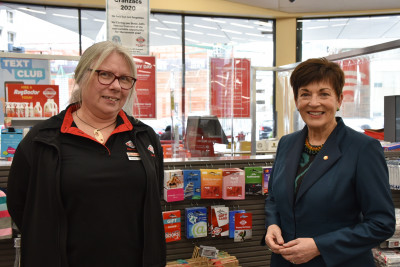 Dame Patsy meets New World Thorndon checkout supervisor Robyn