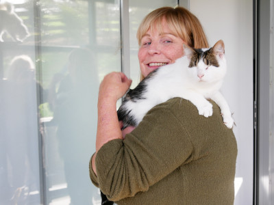 Image of Julie Chapman of Pet Refuge and her cat Layla, who was born with no eyes