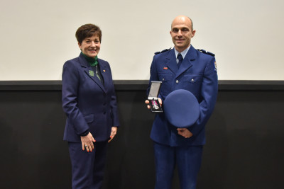 Image of Long Service and Good Conduct medal presentation to Senior Constable Greg Sherie
