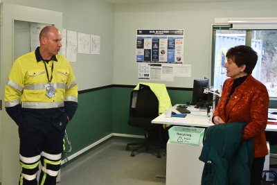 Image of dame Patsy meeting the onsite police
