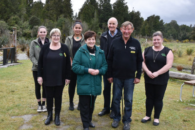 Image of Dame Patsy and Sir David with Vonnie and Doug Cherry and the team from West Coast Treetop Walkway