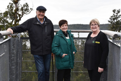 Image of Dame Patsy and Sir David with West Coast Treetop Walkway manager Vonnie Cherry