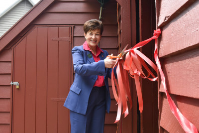 Dame Patsy cuts the ribbon to open the Donald woolshed