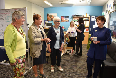 Dame Patsy meeting the volunteer researchers and tour guides at Te Hikoi