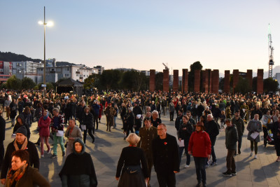 A crowd of people at the ANZAC Day memorial